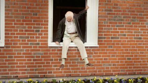 Der-Hundertjährige,-der-aus-dem-Fenster-stieg-und-verschwand-©-2013-Filmladen(6)