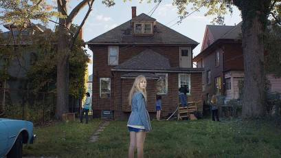 It-Follows-©-2014-Animal-Kingdom,-Northern-Lights-Films,-RADiUS-TWC(1)
