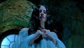 Crimson-Peak-(c)-2015-Universal-Pictures-Home-Entertainment(6)