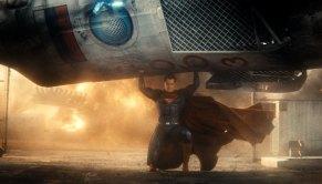 Batman-v-Superman-Dawn-of-Justice-(c)-2016-Warner-Bros.(3)