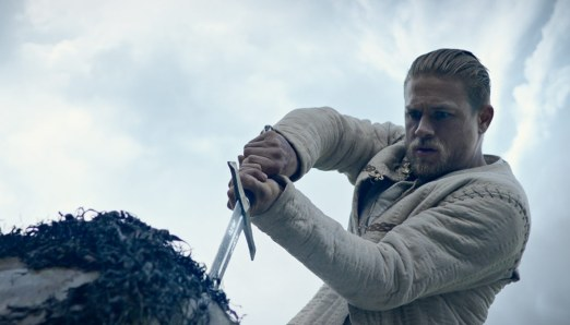 King-Arthur-Legend-of-the-Sword-(c)-2017-Warner-Bros.(8)