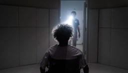 Glass-(c)-2018-Universal-Pictures(4)