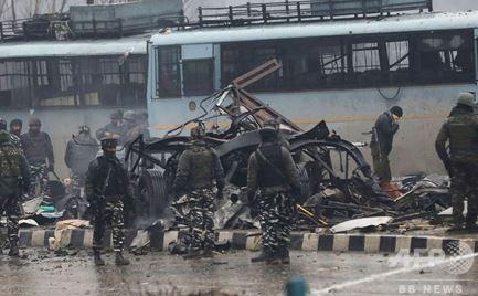0215 07 1 - インドカシミール パキスタン武装組織自爆テロ 37人死亡 印パ緊張