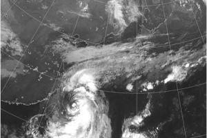0921 05 1 - 大型台風17号 22日午後3時ころ五島沖を通過 対馬海峡へ 半径650キロ強風域