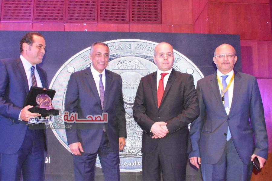 """تكريم """"عامر"""" بمؤسسة الأهرام كأفضل محافظ بنك لعام 2018"""