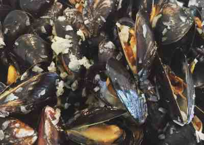 Instant Pot Mussels Mariniere (White Wine Sauce)