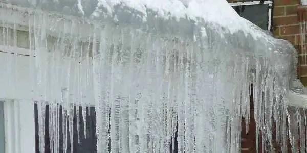 ice-dam-gutter