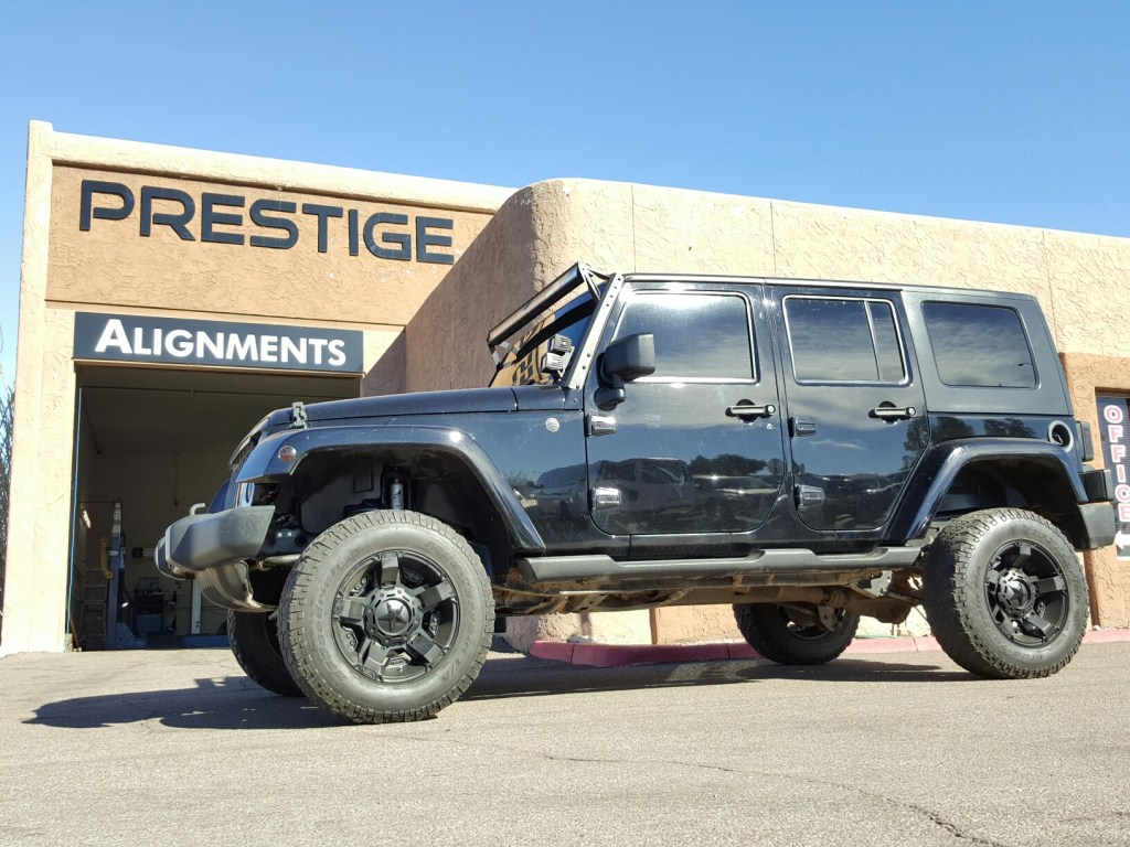2008 JEEP JK UNLIMITED WITH A 4 ROUGH COUNTRY SUSPENSION LIFT KIT AND DUAL STEERING STABLIZER & SWAYBAR QUICK DISCOUNECTS (5)