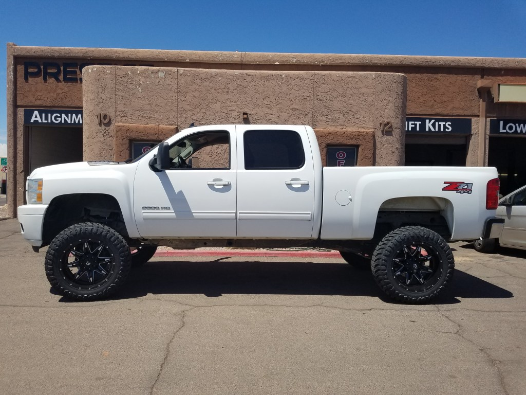 2013 CHEVY 2500 4X4 WITH A 7.5 ROUGH COUNTRY SUSPENSION LIFT KTI AND A SET OF FUEL LETHALS 22X10 BLACK AND MILLED WITH THE 37X12.50R22 MTS (2)