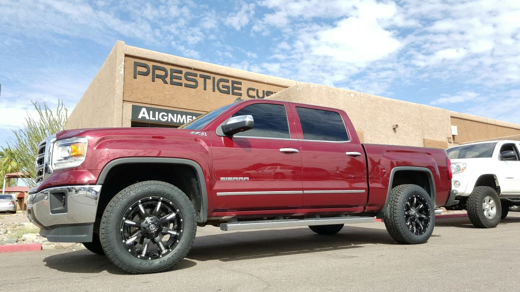 2014 CHEVY 1500 4WD WITHA 2.5 ROUGH COUNTRY LEVEL KIT AND A SET OF 2-PCS FUEL OFF ROAD WHEELS AND TOYO OPEN COUNTRY ATII 33 (1)