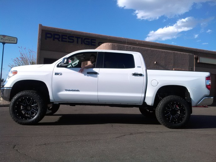 2015 TOYOTA TUNDRA 2WD WITH ROUGH COUNTRY 6 LIFT KIT FUEL MAVERICKS AND TOYO OPEN COUNTRY ATII 35 ON 20 (4)