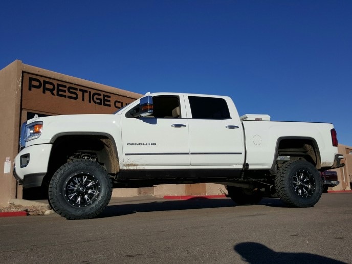 2016 GMC DENALI 2500 4X4 WITH A 7.5 ROUGH COUNTRY SUSPENSION LIFT KIT AND A SET OF FUEL THROTTLES 18X10 BLACK AND MILLED WITH THE NEW TOYO OPEN COUNTRY RT 35X12 (2)