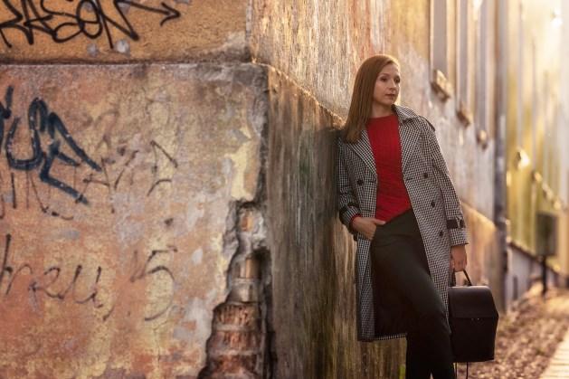 Mohito total look: płaszcz: 249,99 zł spodnie: 119,99 zł sweter: 119,99 zł plecak: 99,99 zł buty: 89,99 zł