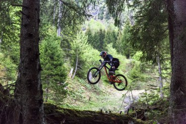 downhill-cycling-sport-skoda-miss-peaches