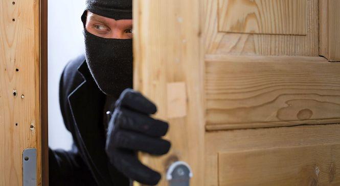 Nepridiprav iz pisarne želel ukrasti prenosnik, zalotili pa so ga tudi v eni izmed hotelskih sob