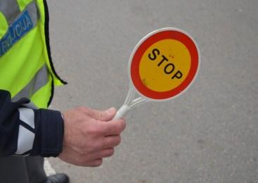 Na avtocesti je bil zaustavljen državljan Republike Hrvaške, ki je vozil brez ustreznega vozniškega dovoljenja, posedoval pa je tudi prepovedano drogo