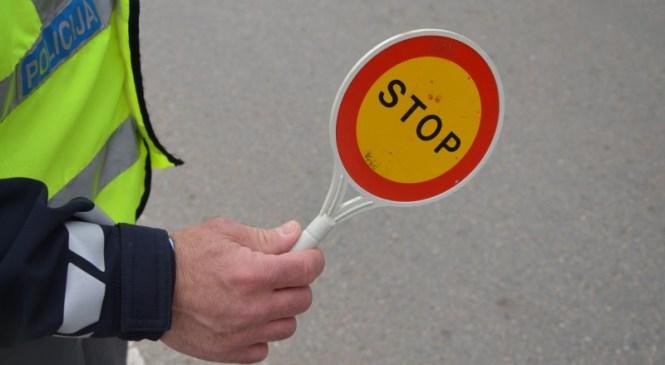 Brez veljavnega vozniškega dovoljenja za volanom neregistriranega osebnega avtomobila