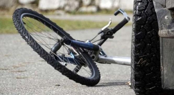 Lendava: Vinjena kolesarka trčila v avtomobil
