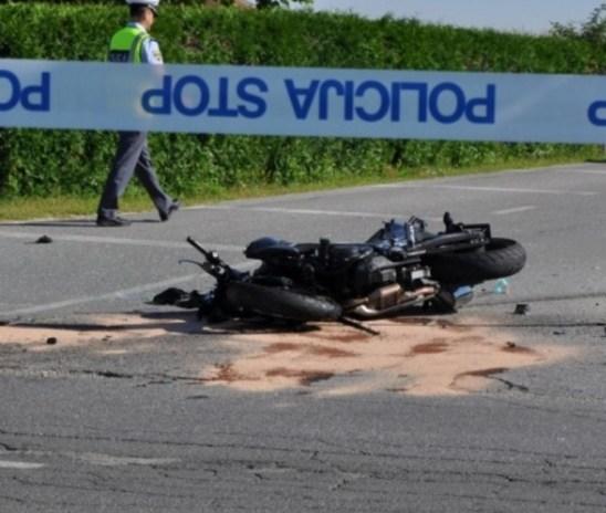 Tragično: V prometni nesreči življenje izgubil motorist