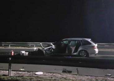 Voznik osebnega vozila trčil v zadnji del tovornega vozila