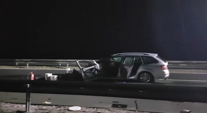VIDEO: V prometni nesreči na avtocesti umrl voznik osebnega avtomobila