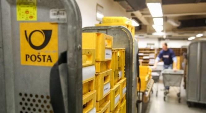 Ptuj: Uslužbenki pošte se je iz pošiljke usul beli prah