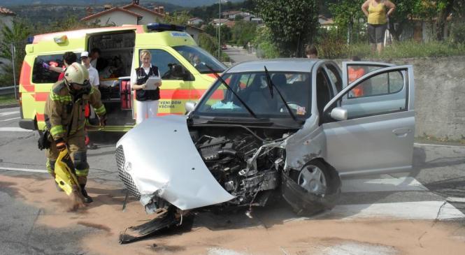78-letnica v prometni nesreči huje poškodovana