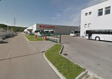 Neznani moški v eni od trgovin večjega nakupovalnega centra v Novi Gorici ukradel bundo vredno 220 evrov