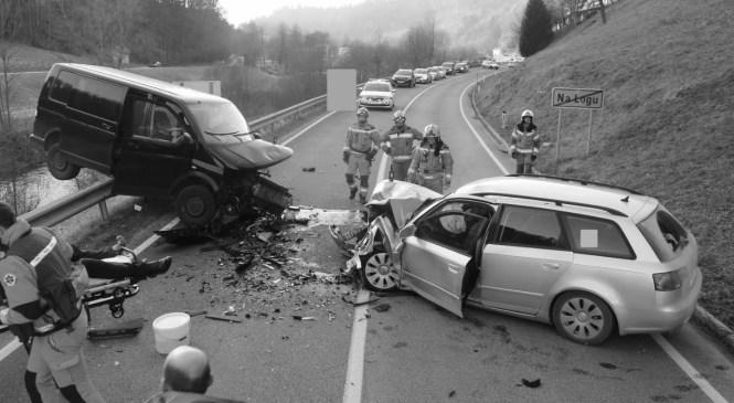 V hudi prometni nesreči pri Lokvah umrl voznik osebnega avtomobila