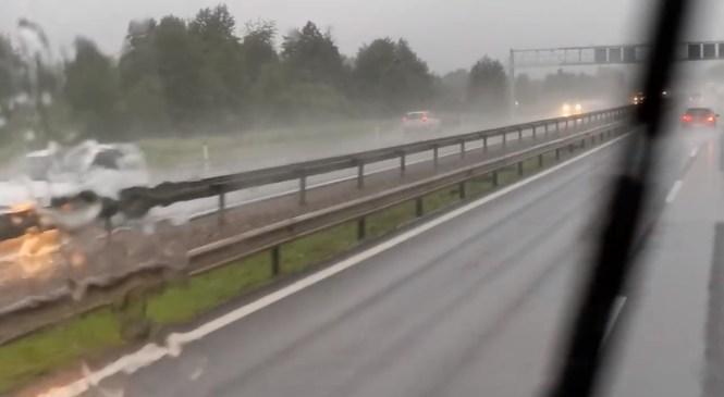 Grozno! Poglejte, kako se je voznik/voznica na avtocesti proti Vrhniki danes peljal/a v napačno smer!