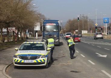 Močno pijan in brez vozniškega dovoljenja bežal pred policisti