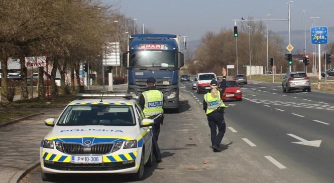 Policisti v eni uri poostrenega nadzora prometa ugotovili kar 70 kršitev
