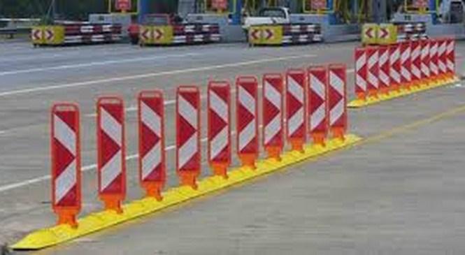 Zapeljal naravnost v prometne znake za zaporo ceste