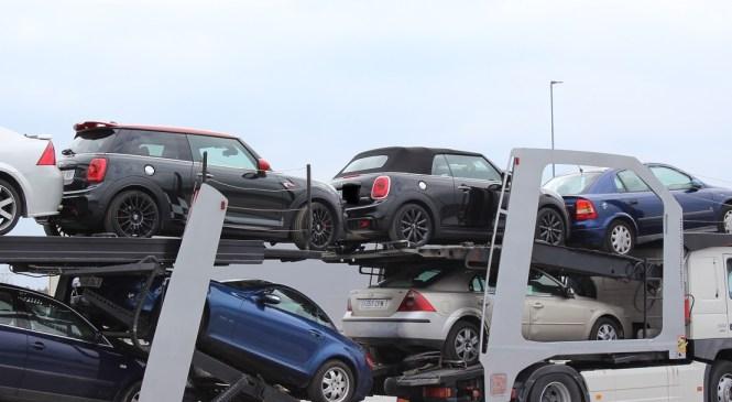 Dolga vas: Policisti odkrili ukradeni vozili znamke Mini Cooper