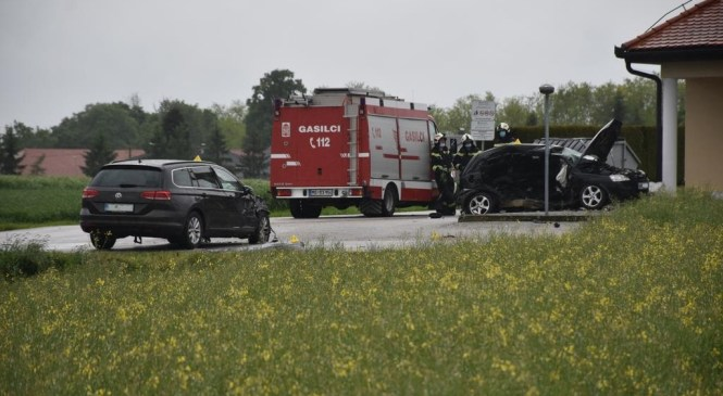 Nedelica: V prometni nesreči umrla voznica osebnega avtomobila