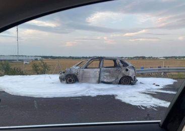 Včeraj na pomurski avtocesti v celoti zgorelo osebno vozilo