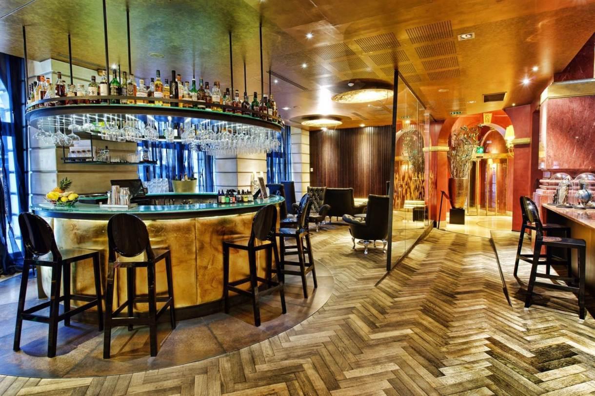 Paris lola bar