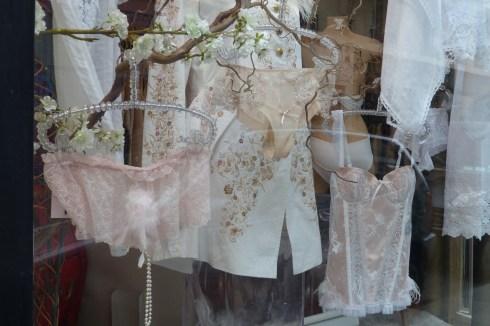 La Dame 2 Coeurs, pink frills