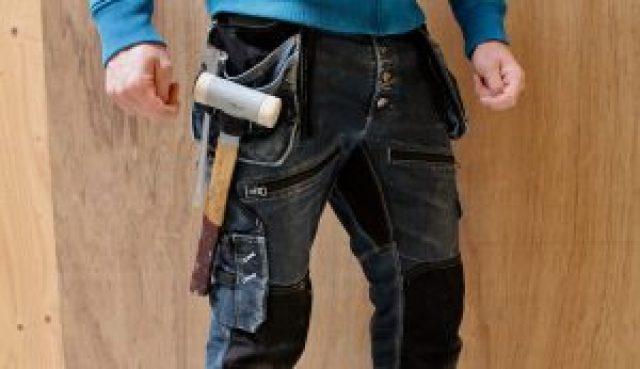 De werkkleding van een interieur bouwer