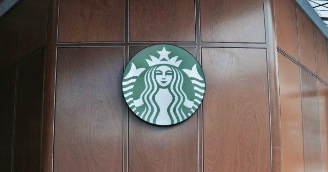 Wat de kleur van het schort bij Starbucks betekent