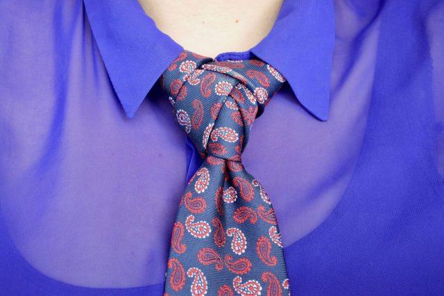 vrouwelijke stropdas