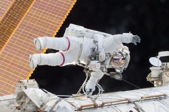 Waarom de pakken van astronauten wit zijn