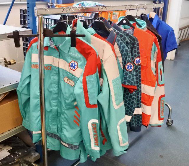 Twijfels over veiligheid nieuwe ambulancekleding