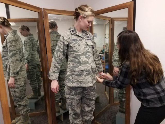 Amerikaanse luchtmacht ontwikkeld vliegpakken voor zwangere piloten