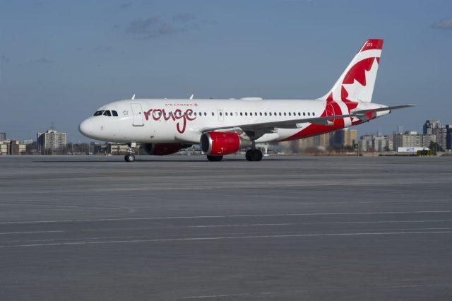 Nieuw Uniform Voor Air Canada Rouge