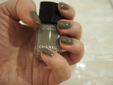 Chanel Le Vernis Garconne nail polish nail varish review swatch