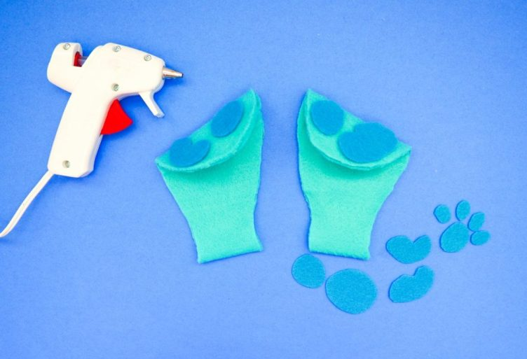 Put spots on your blues clues ears