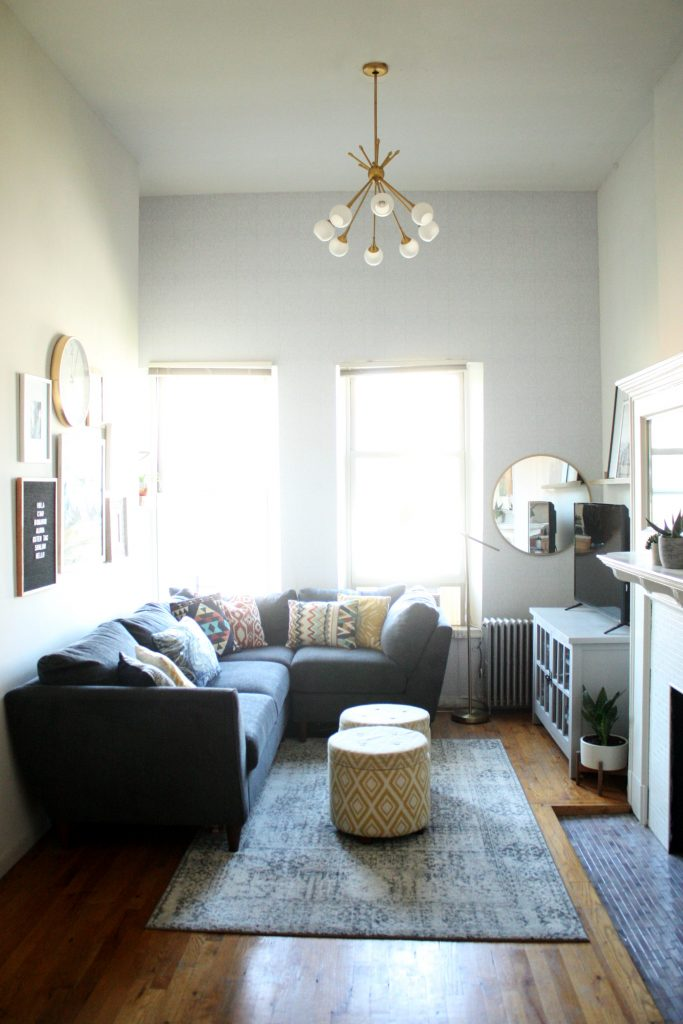 a glimpse inside liz 39 s 550 square foot apartment in nyc the pretty life girls. Black Bedroom Furniture Sets. Home Design Ideas
