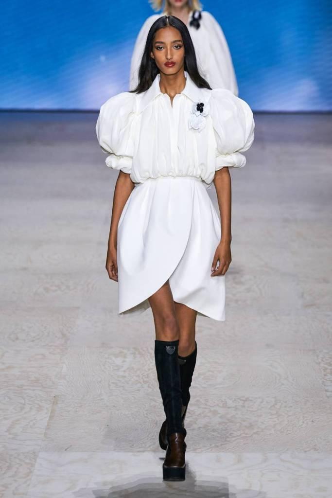 biele šaty Louis Vuitton