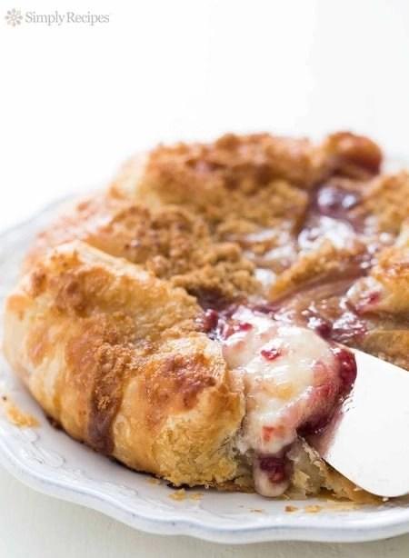 Best easy Baked Brie for thanksgiving appetizer - hits d'oerves